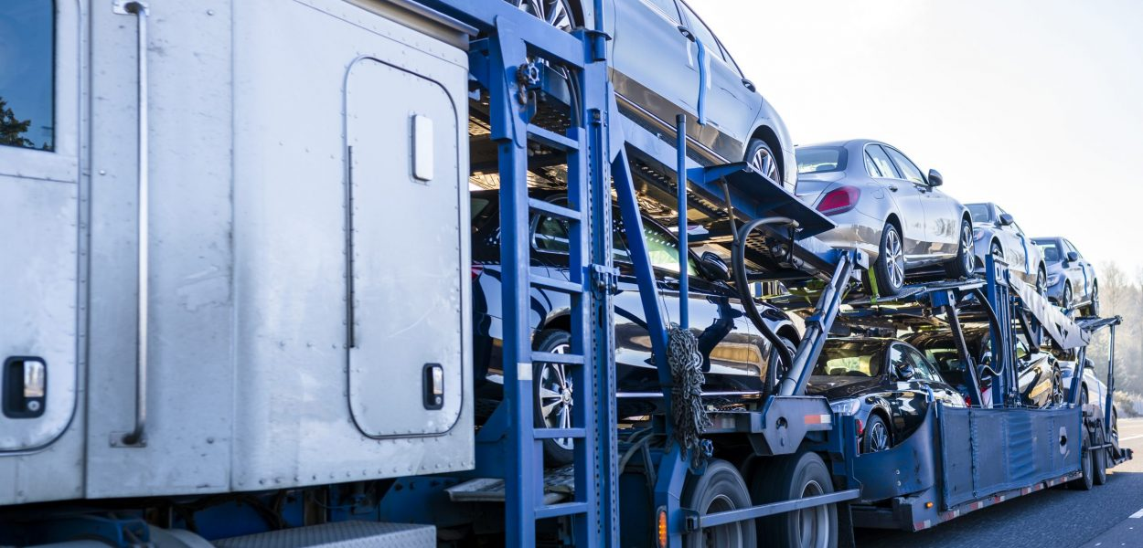 To meet the people need for passenger cars special big rig semi trucks are adapted to transport vehicles using mainly two-tiered semi trailers and transporting vehicles all around America and Canada